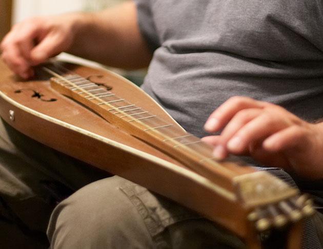 musician playing dulcimer